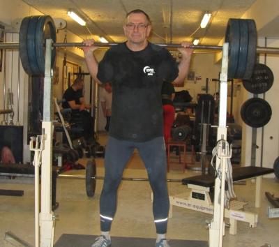 Den gamle træner squat